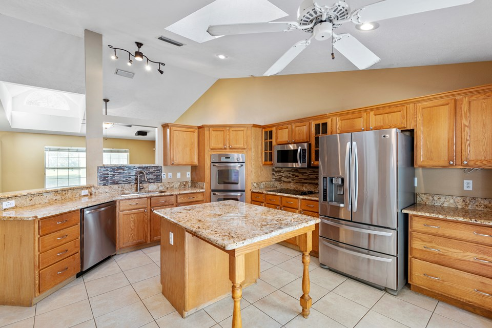 island kitchen with granite counters & stainless appliances