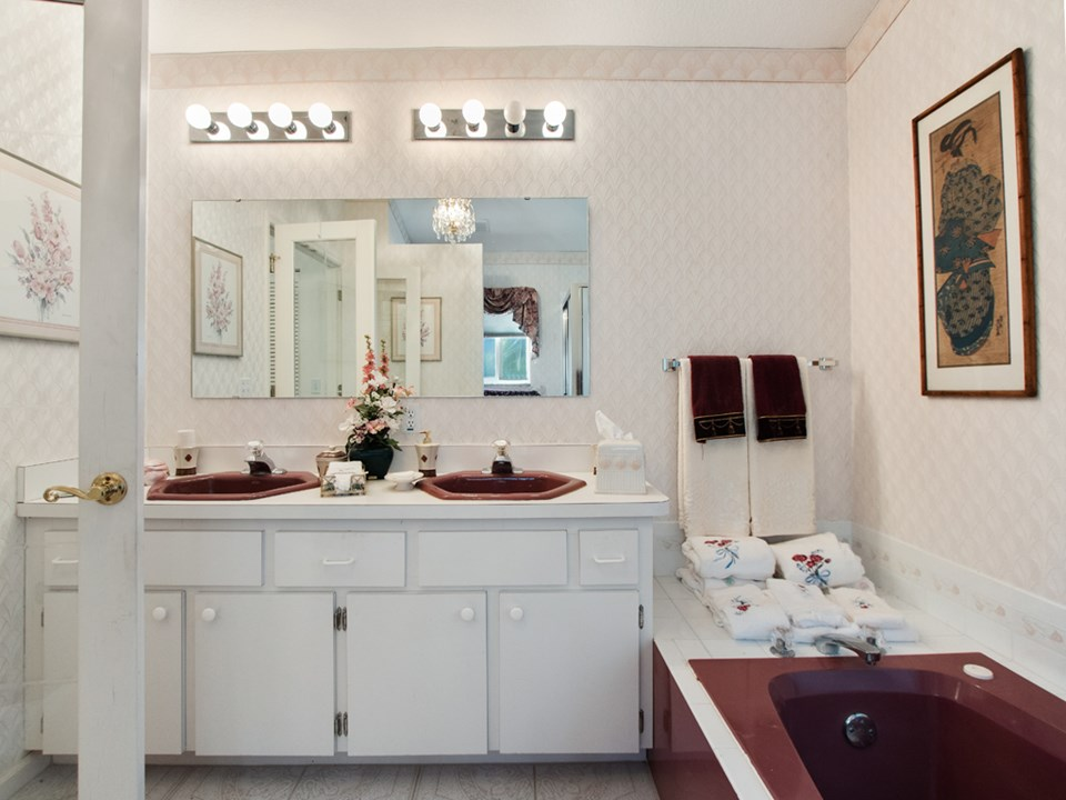 ensuite bath with dual vanities and garden tub